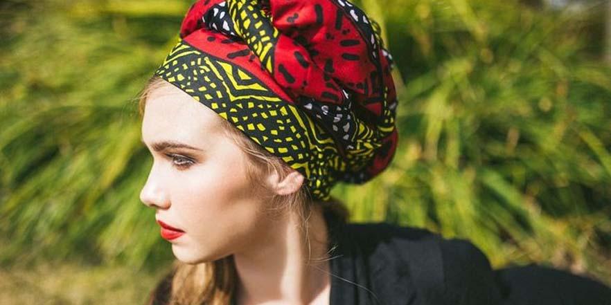 Pon un toque étnico al verano con turbantes de colores