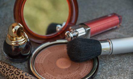 Rojo oscuro, casi negro: las tonalidades de labios más IN