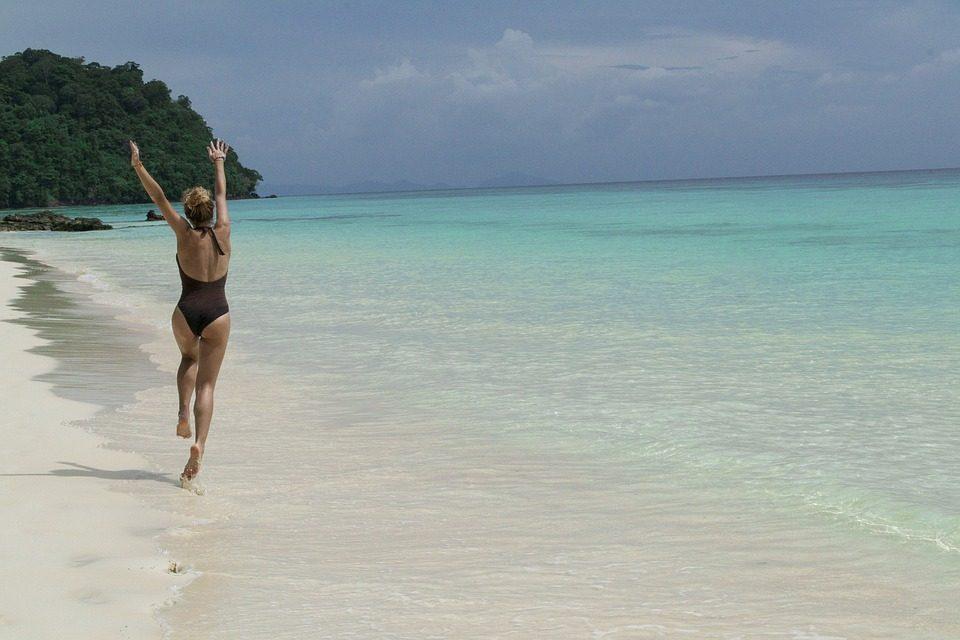 La nueva pero inminente firma de bañadores y bikinis de Emily Ratajkowski