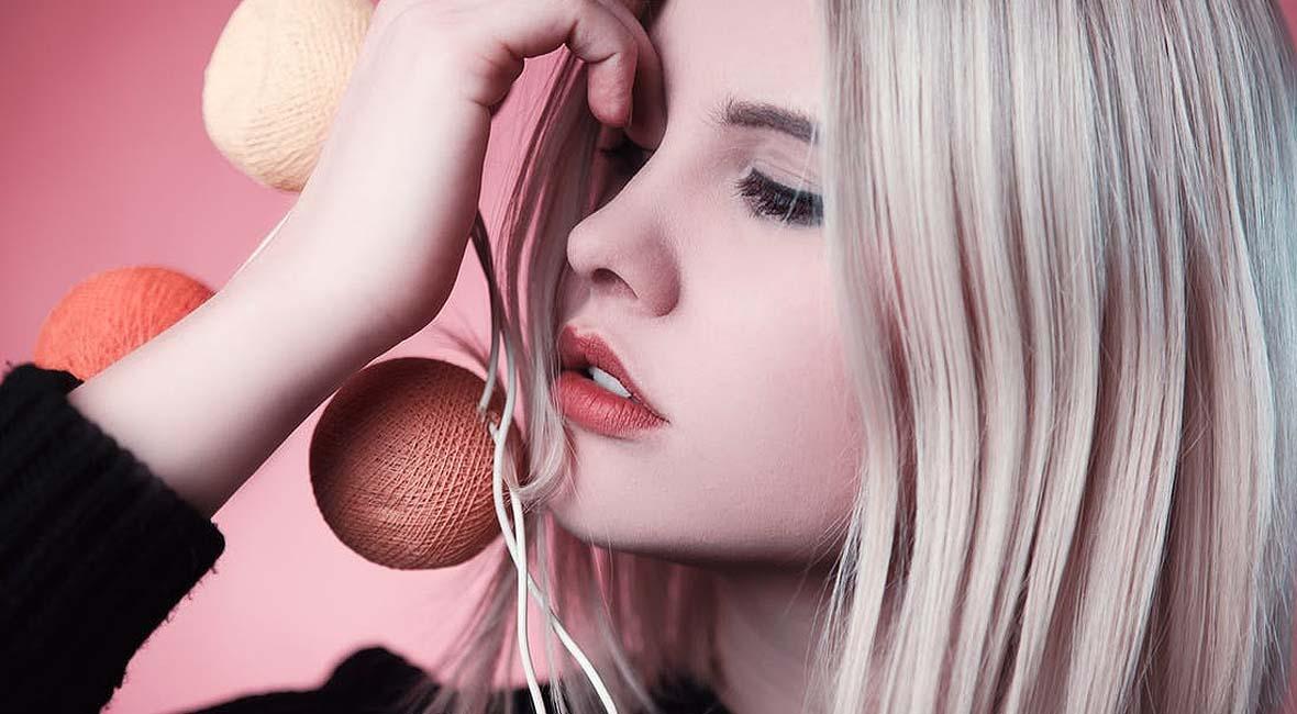 mujer-con-los-labios-pintados